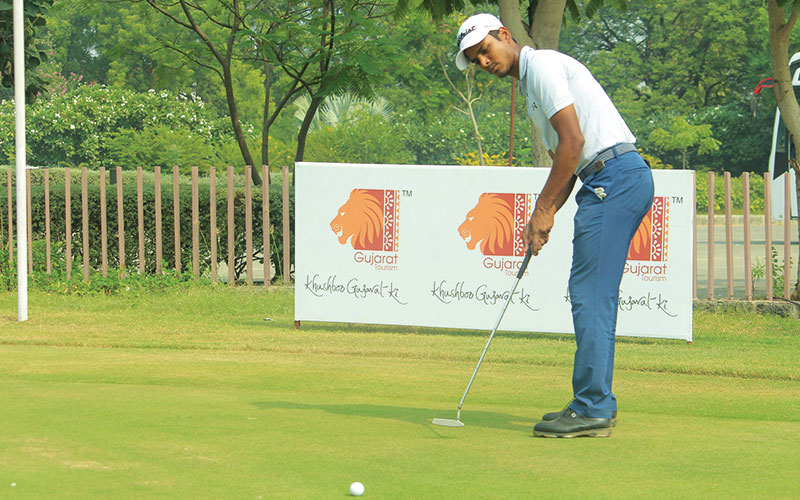 Sunit Chowrasia joins Shamim Khan at the top in round two of the Kensville Open